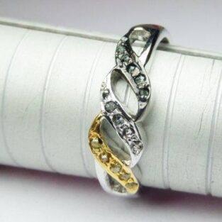 לכלה ולערב: טבעת כסף וזהב בשיבוץ יהלומי גלם