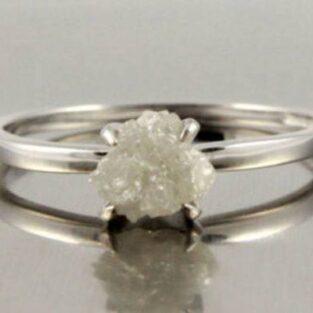 לכלה ולערב: טבעת כסף 925 בשיבוץ יהלום גלם לבן 0.74 קרט