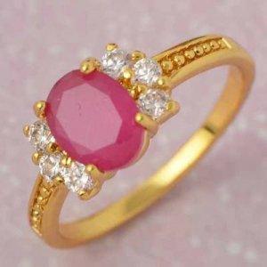 טבעת גולדפילד בשיבוץ קריסטל אדום