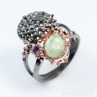 תכשיט לכלה ולערב: טבעת בשיבוץ אבני פרינהייט ואמטיסט