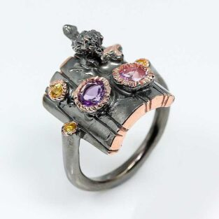 תכשיט לכלה ולערב: טבעת בשיבוץ אבני אמטיסט וספיר
