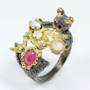 תכשיט לכלה ולערב: טבעת בשיבוץ אבני רובי ומונסטון