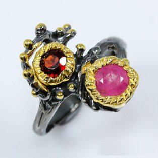 תכשיט לכלה ולערב: טבעת בשיבוץ אבני רובי וגרנט