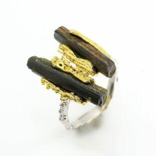 טבעת יוקרה עבודת יד כסף 925 וציפוי זהב בשיבוץ אבני טורמלין שחור גלם מידה: 8 הטבעת: 29.25 קרט
