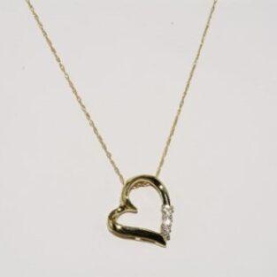 תכשיט זהב לכלה: תליון לב ושרשרת זהב בשיבוץ 3 יהלומים לבנים