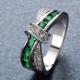 תכשיט לכלה ולערב: טבעת כסף בשיבוץ אמרלד וטופז לבן מידה: 10