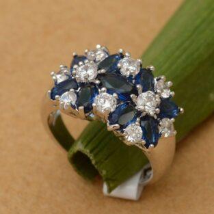 תכשיט לכלה ולערב: טבעת כסף בשיבוץ אבני ספיר כחול וזירקונים מידה: 6