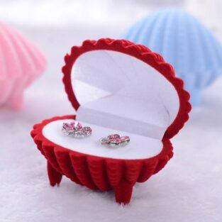 מתנה קופסת אריזה מהודרת לטבעת או לעגילים עיצוב צדף צבע אדום