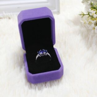 קופסת אריזה מהודרת לטבעת או עגילים גוון סגול