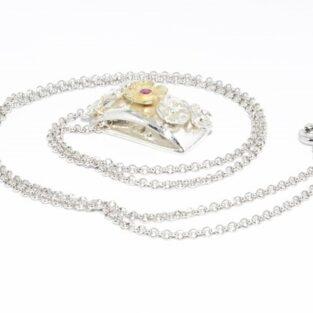 תכשיט זהב לכלה: תליון ושרשרת כסף וזהב 18 קרט בשיבוץ רובי