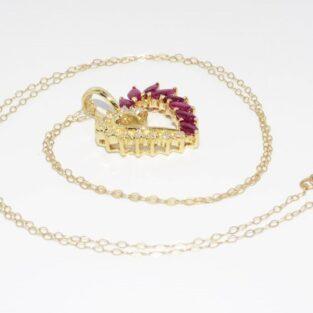 תכשיט זהב לכלה: תליון ושרשרת זהב צהוב בשיבוץ 8 אבני רובי ובשיבוץ 11 יהלומים