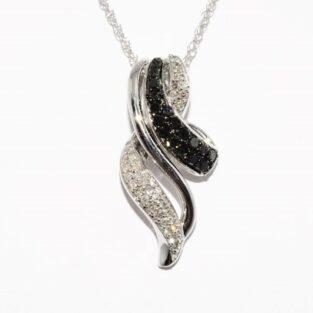 תכשיט זהב לכלה: שרשרת ותליון זהב לבן 10 קרט בשיבוץ 47 יהלומים שחורים ולבנים