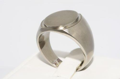 טבעת יוקרה לחתן: טבעת טיטניום לגבר מידה: 10.25