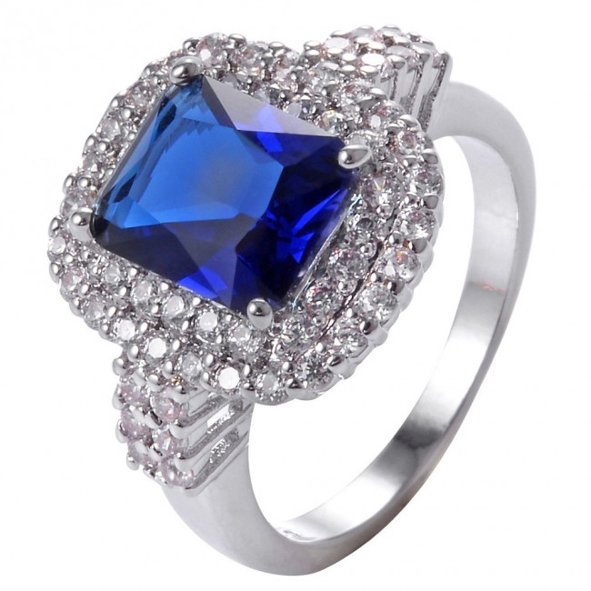 תכשיט ערב: טבעת כסף בשיבוץ ספיר כחול וזירקונים
