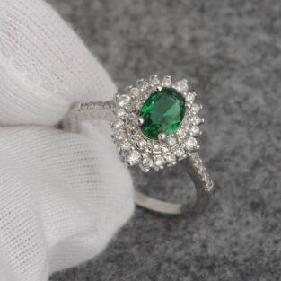 תכשיט לכלה ולערב: טבעת כסף בשיבוץ אמרלד וזירקונים מידה: 7