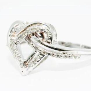תכשיט לכלה ולערב: טבעת כסף בשיבוץ יהלומים לבנים 20. קרט מידה: 7