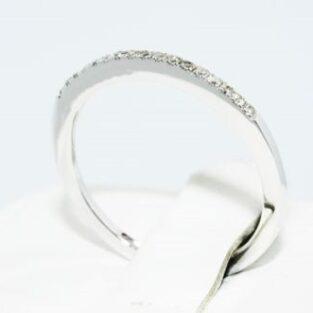 טבעת נישואים לכלה: טבעת נישואים זהב לבן בשיבוץ יהלומים לבנים מידה: 7