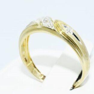 תכשיט לכלה ולערב: טבעת נישואין זהב צהוב 10 קרט בשיבוץ יהלומים לבנים