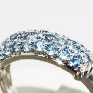 תכשיט לכלה ולערב: טבעת זהב לבן 10 קרט בשיבוץ אבני טופז כחול מידה: 7
