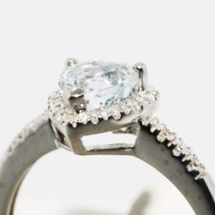 תכשיט לכלה ולערב: טבעת זהב לבן בשיבוץ אקוומרין ויהלומים מידה: 7.25 עיצוב לב