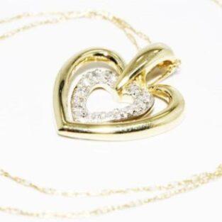 תכשיט לכלה ולערב: תליון ושרשרת זהב צהוב 10 קרט בשיבוץ 7 יהלומים עיצוב לבבות