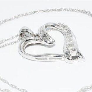 תכשיט לכלה ולערב: תליון ושרשרת זהב לבן בשיבוץ 19 יהלומים לבנים