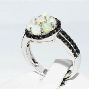 תכשיט לכלה ולערב: טבעת כסף בשיבוץ 46 ספינל שחור 7 אבני אופל חלבי מידה: 6.25