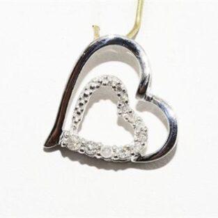 תכשיט לכלה ולערב: תליון זהב לבן בשיבוץ 11 יהלומים לבנים עיצוב לב