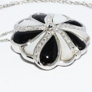 תכשיט לכלה ולערב: תליון ושרשרת כסף בשיבוץ אוניקס אם הפנינה ו- 5 יהלומים לבנים