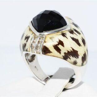 תכשיט לכלה ולערב: טבעת יוקרה כסף עיטור אמייל בשיבוץ אוניקס שחור 12 יהלומים לבנים 07. קרט