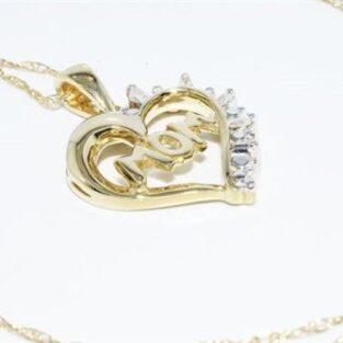 תכשיט לכלה ולערב: תליון ושרשרת זהב צהוב בשיבוץ 4 יהלומים לבנים לב ו- mom