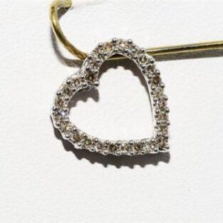 תכשיט לכלה ולערב: תליון זהב לבן 14 קרט בשיבוץ 26 יהלומים לבנים 20. קרט עיצוב לב
