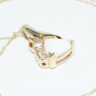 תכשיט לכלה ולערב: תליון ושרשרת זהב צהוב 10 קרט משובץ אופל לבן וטופז