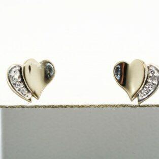 תכשיט לכלה ולערב: עגילי זהב בשיבוץ 8 יהלומים בעיצוב לב