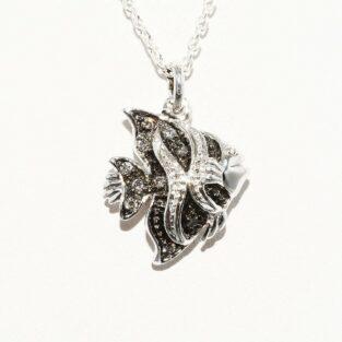 תליון ושרשרת כסף 925 עיצוב דג בשיבוץ 9 יהלומים אפורים