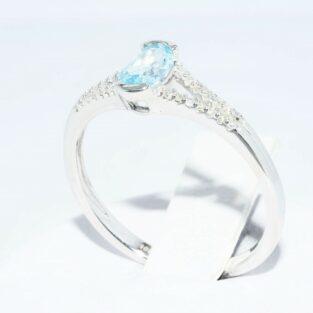 תכשיט לכלה ולערב: טבעת זהב לבן 10 קרט בשיבוץ טופז כחול + 28 יהלומים לבנים מידה: 7.25