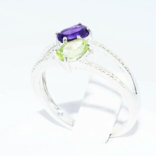 תכשיט לכלה ולערב: טבעת זהב לבן 10 קרט בשיבוץ פרידות אמטיסט יהלומים לבנים מידה: 7.25