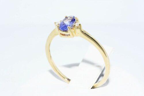 תכשיט לכלה ולערב: טבעת זהב צהוב 14 קרט משובצת טנזנייט + 2 יהלומים לבנים מידה: 6.75