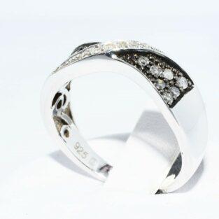 תכשיט לכלה ולערב: טבעת כסף בשיבוץ 14 יהלומים אפורים + 6 יהלומים לבנים מידה: 7