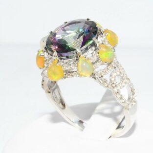 תכשיט לכלה ולערב: טבעת כסף בשיבוץ טופז ריינבואו + 8 אופל אש + 94 טופז לבן במידה: 8.25