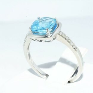 תכשיט לכלה ולערב: טבעת זהב לבן בשיבוץ טופז לונדון + 12 יהלומים מידה: 7